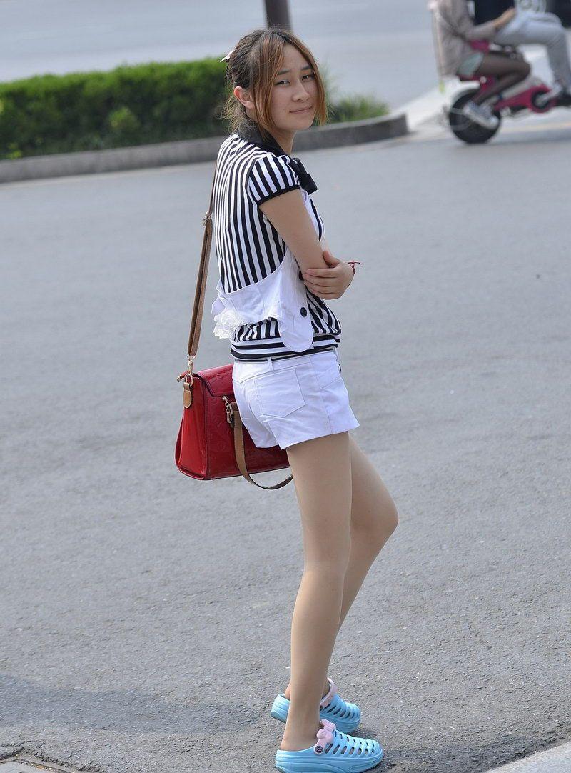 小姐橹_幸福中国街拍:丰收路街拍的黑丝袜小姐姐