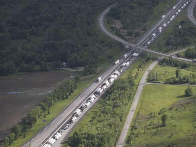 中国旅行团加拿大高速公路车祸,1人死亡,24人受伤,游客主要来自江浙沪图片