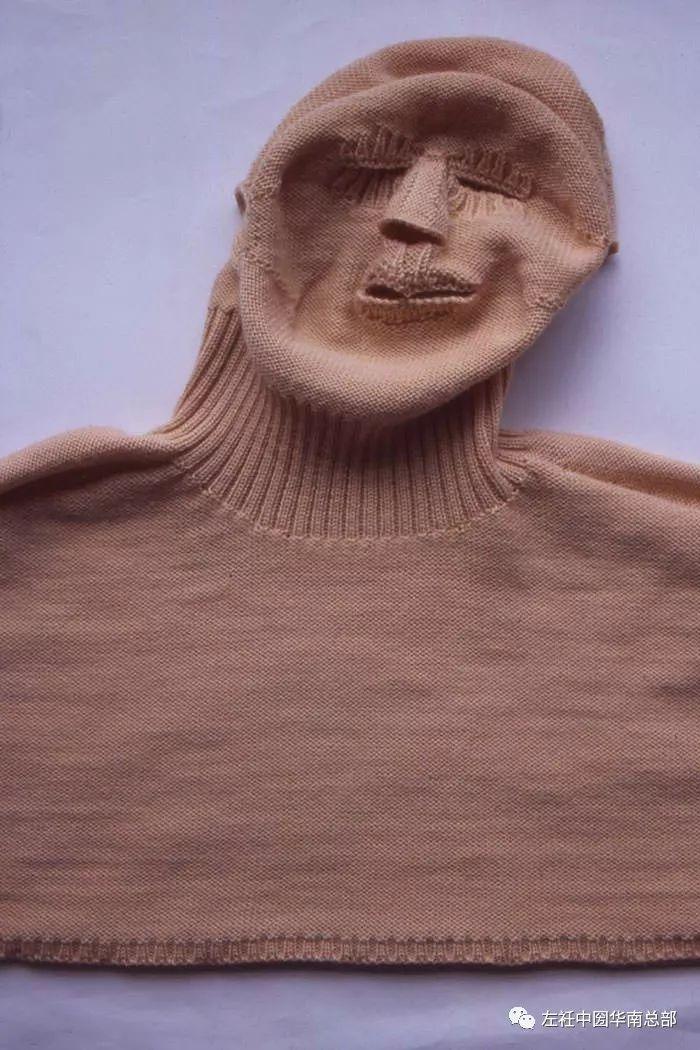 人体艺术模型_模糊了身体与衣物的界限,很难说清她是在做人体模型还是在做服装.