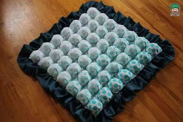 手工制作適合寶寶用的拼布泡芙坐墊diy教程圖片