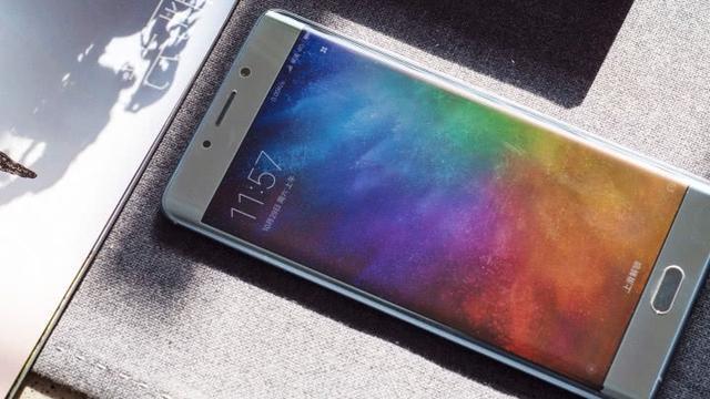三星手机的曲面屏幕好看吗?当然是好看的.但是实用吗?绝对不会.图片