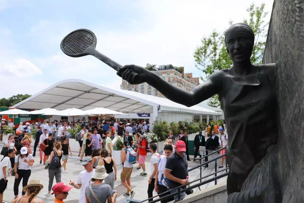 体育与艺术构筑了巴黎的文化,跟着靳东去探索