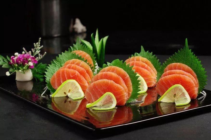 """周末养胃 吵得头疼的""""虹鳟鱼事件""""让我爱上了香煎鱼:我管它是"""