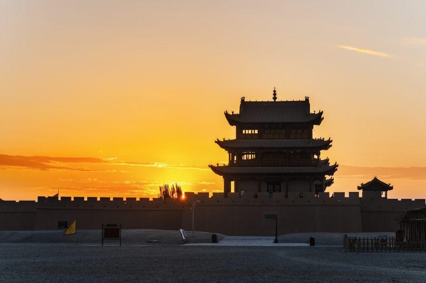 与山海关齐名,天下第一雄关位于长城最西端,比山海关还早9年