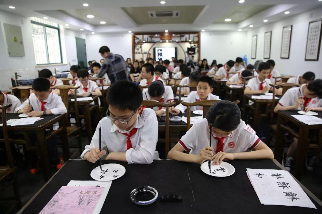 墨宝飘香 和而有长丨书法名家大咖走进上海中小学