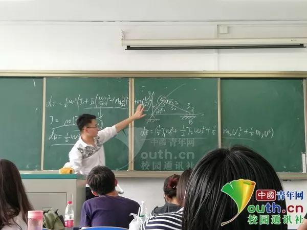 大学生免费为全专业同学做考前辅导 网友:@我们班班长