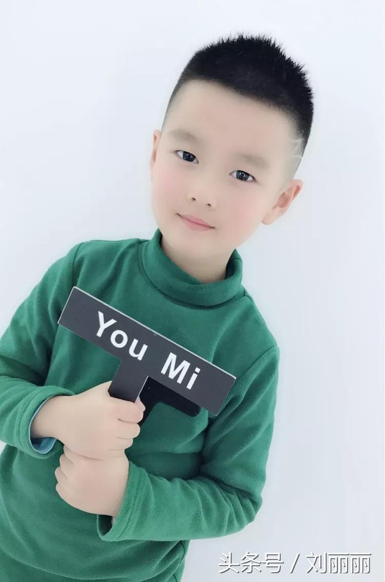 小男孩梳这些发型也可以很有型 家有小正太2018这些发型不能错过