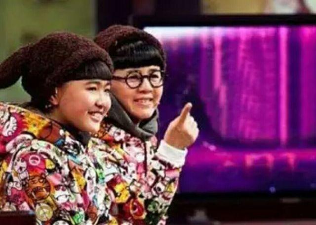 同款发型脸蛋,二人一起上节目时,王逸宸还被叫做小金龟子呢.图片