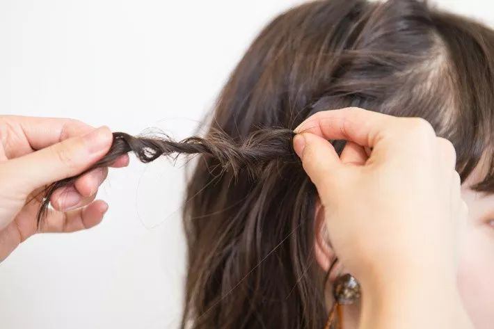 又美又仙的夏日编发,短发女人也可以性感和可爱!