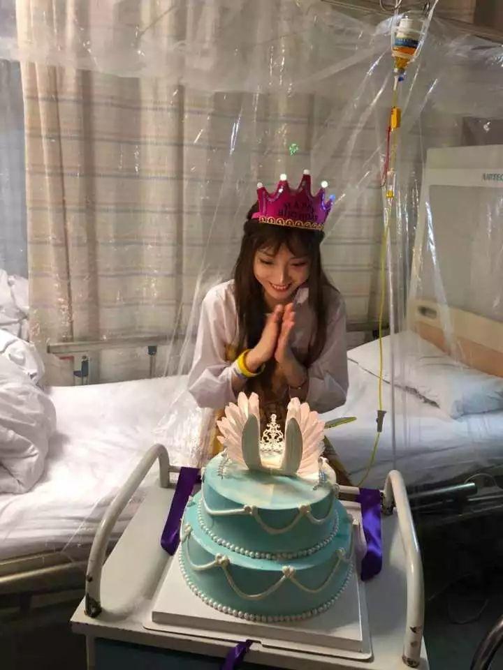 胡歌曾私信请她看话剧!浙一病房里,这位女主播过了一个特殊生日