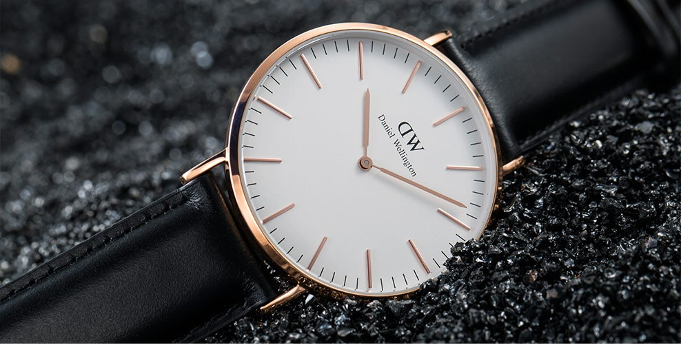 佩戴欧米茄手表和丹尼尔惠灵顿手表,告诉你不同的含义