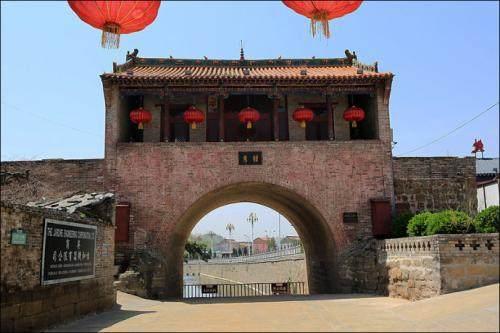 宛如明珠一般的中国古城堡建筑图片