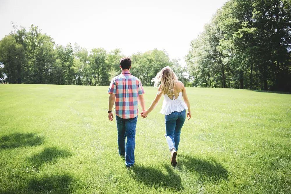 比爱情变成亲情更可怕的是,夫妻情变成了兄弟