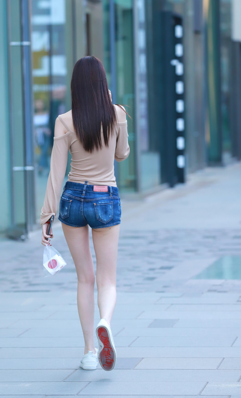 街拍:十位美丽又时尚的背影中,哪位姑娘的背影最好看?