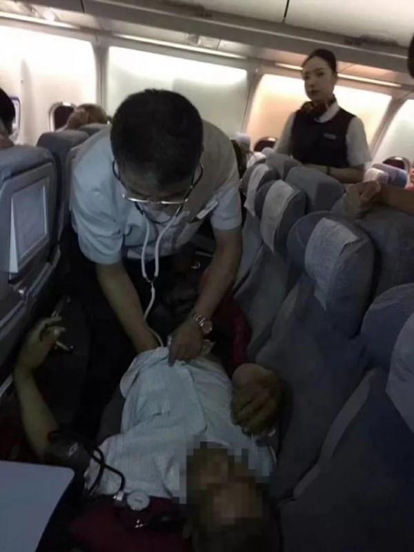 飞机起飞半小时后突然返航 214名乘客全部支持