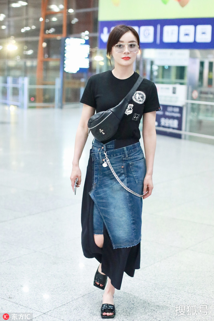 袁姗姗这条半身裙好神奇 腿想要多长就多长