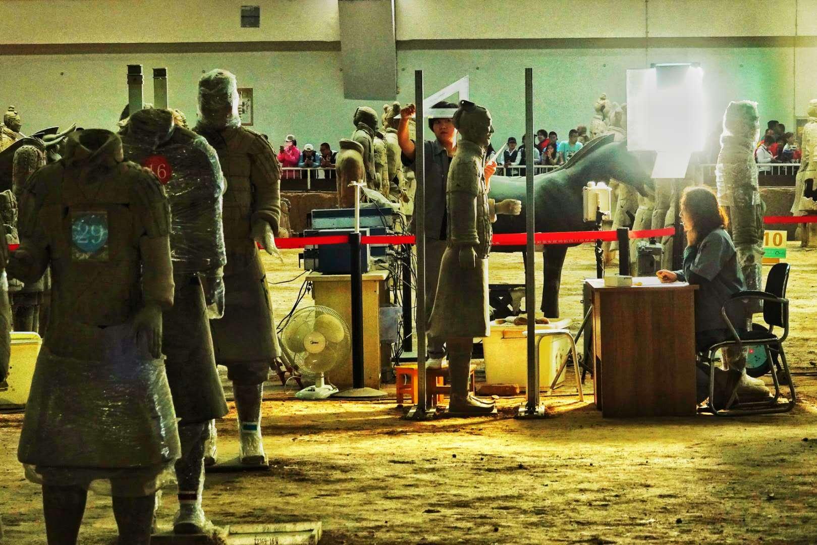 兵马俑坑里最牛的人:游客看3秒,他们可能花3个月来修复