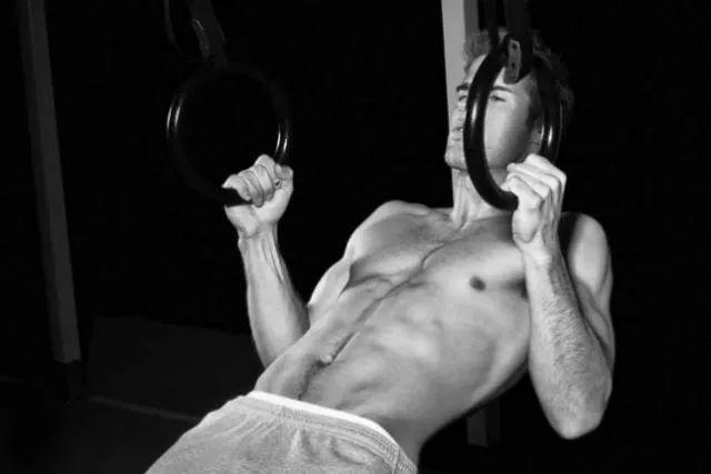 """""""徒手健身入门到大师的健身动作大全""""的第5张图片"""