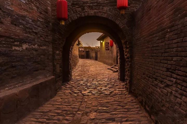 山西罕见的袖珍小城!地上千年古村,地下万米长城!