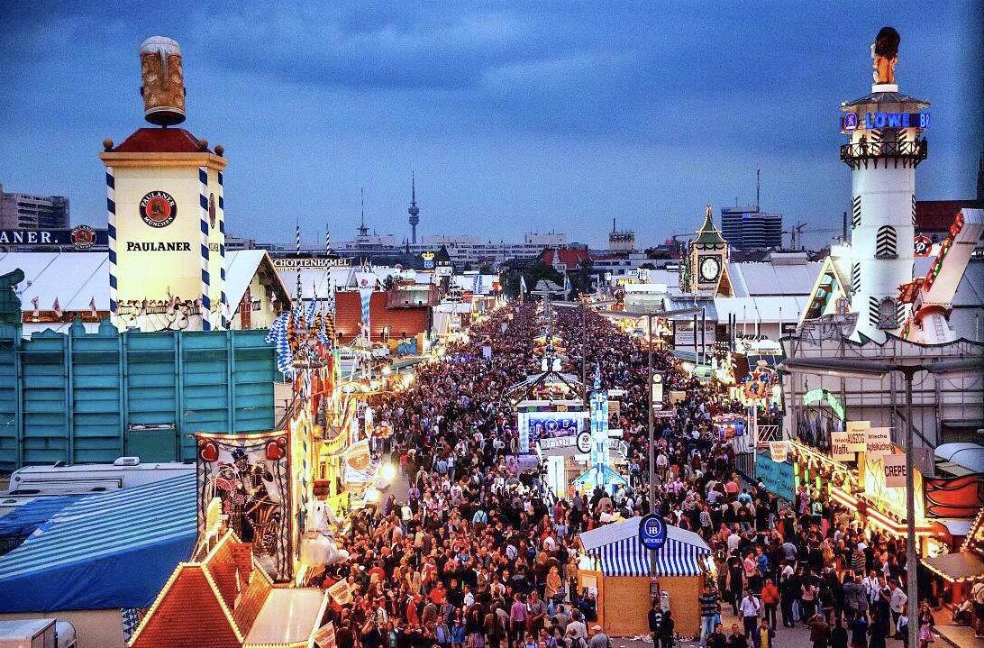 4欧元一杯的慕尼黑啤酒,中国游客觉得太便宜,喝得不亦乐乎