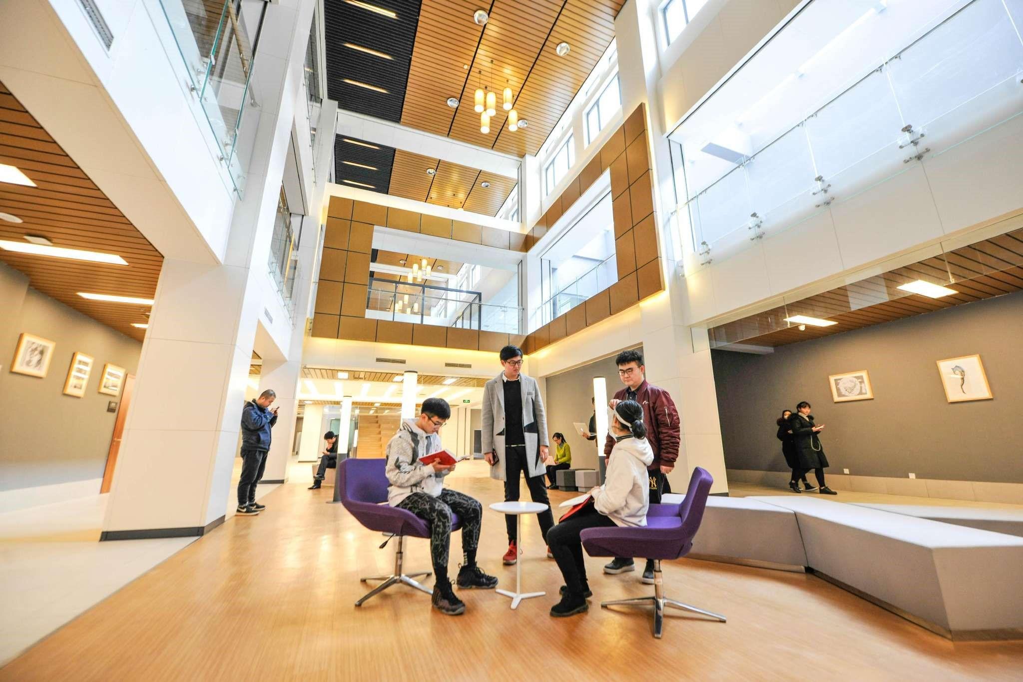 北京工商大学嘉华学院开设19个本科专业,2018年共招收1180人