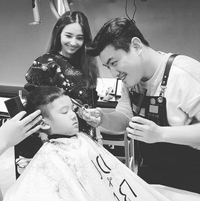 韩国公认美女韩彩英儿子照片曝光,和母亲长得一模一样