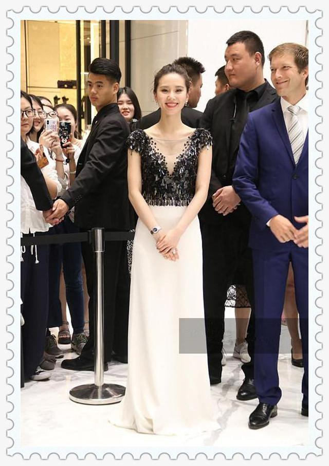 看了刘诗诗深V裙,再看看马雅舒,真的想对吴奇隆说一句:好福气