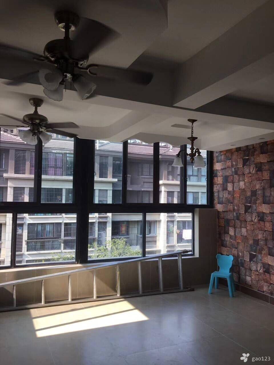 一楼带20平米小院装修