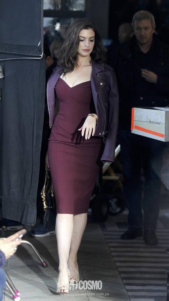 上班照着安妮海瑟薇穿裙装永远不会错