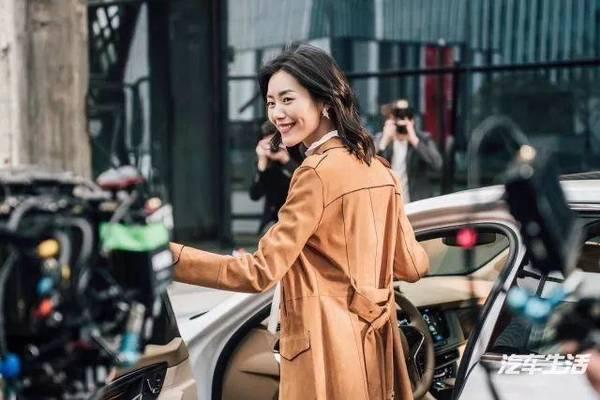 来2018 ces凯迪拉克展台,看大表姐刘雯教你如何放手去