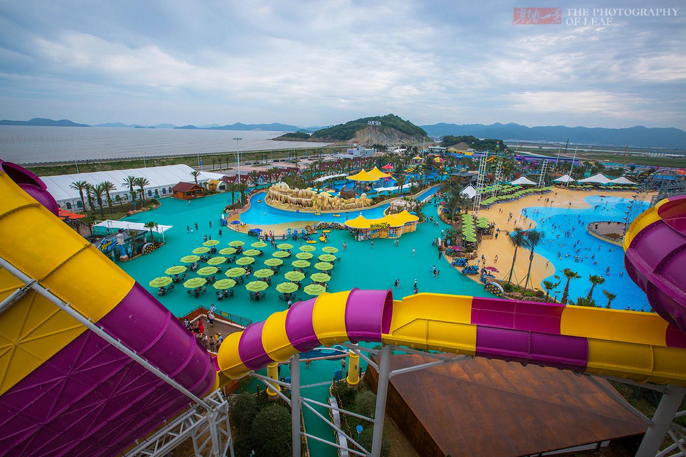 投资6.8亿华东最大水上乐园开园,上万游客场面火爆,宁波又火了