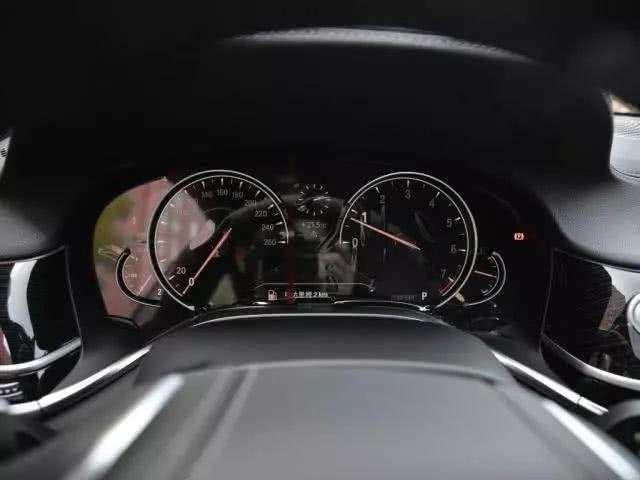 宝马奢华旗舰轿车 内饰不输奔驰S级 论操控奥迪A8不及它