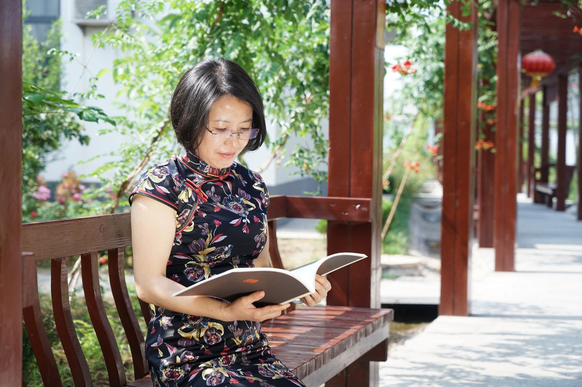 大美巨鹿串枝红杏节,麓园画院翰墨飘香时