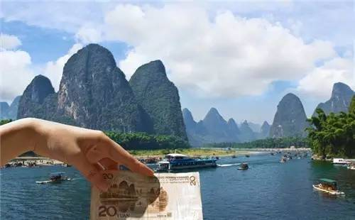桂林山水被选作20元人民币背景图案的原因是...
