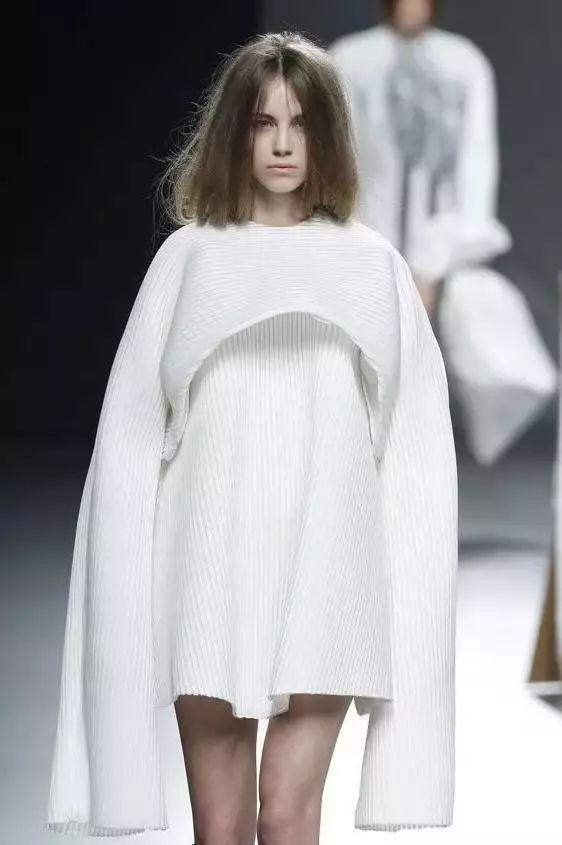 创新裁剪法|服装设计,针织剪裁也可以如此创新?