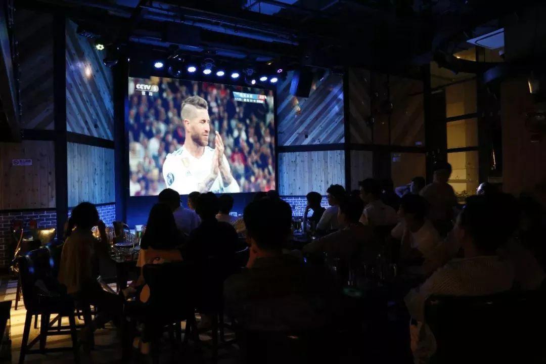 世界杯酒吧_激情世界杯   畅饮酒吧夜,精彩表演不能错过