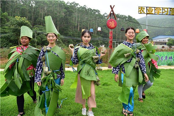 2009内衣时装秀_时装秀,内衣秀见得太多了,广东花都这几名美女竟然自创了一台粽子...