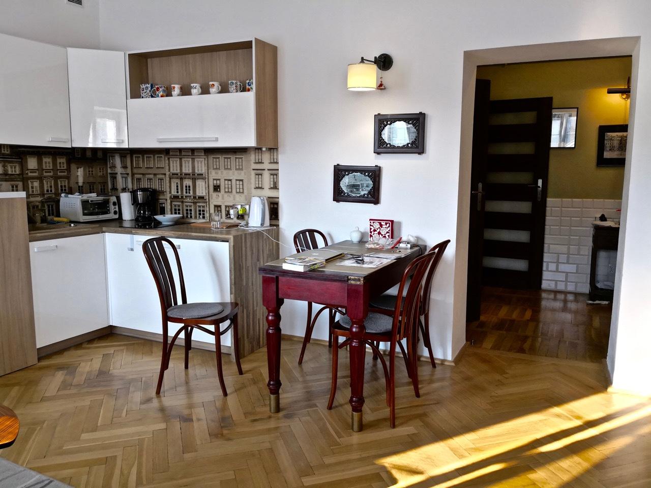 华沙图集:我住过评分最高的公寓,还有那台老式唱机,太有感觉