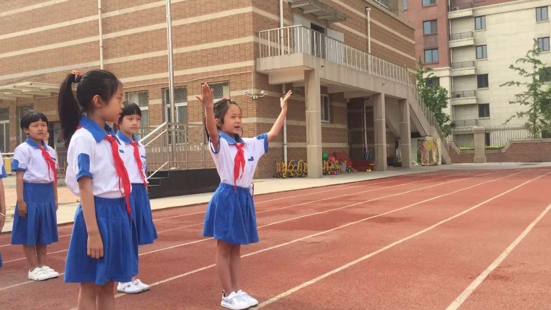路北区橡树湾小学红领巾相约中国梦——一年级主题升旗仪式