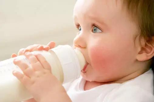 宝宝乳糖不耐受 挑选不含乳糖的奶粉是正解