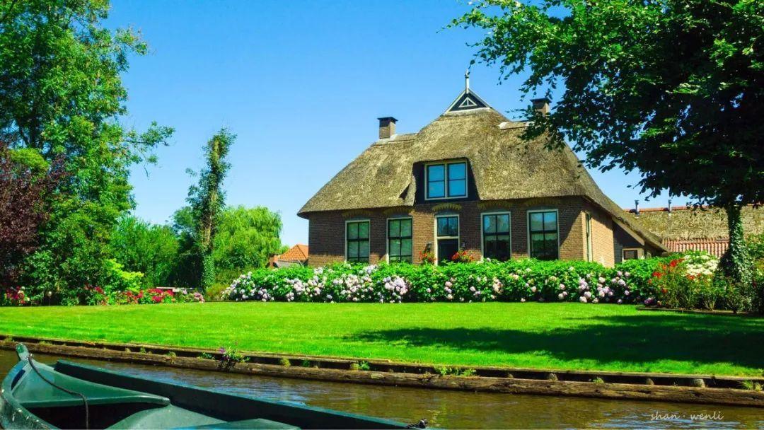 这个荷兰小镇,700年来不修公路,不买汽车,却美上天!原来童话里不是骗人的!