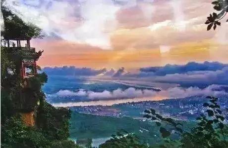 旅游 正文  西山风景秀南天 桂平西山,古称思灵山(亦名思陵山),是中国