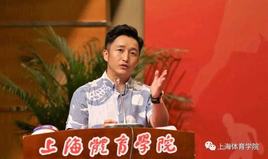 """""""我回来了,我回家了!"""" 奥运冠军邹市明走进"""