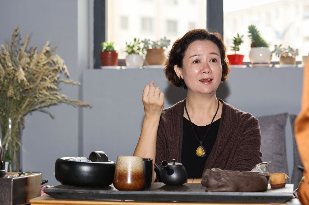 辭掉公務員工作,從零開始做服裝設計,十八年的時間,她用行動告訴世界:云南原創品牌也很優秀!