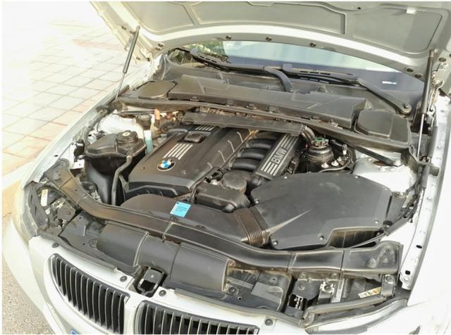 e90 325i,宝马最经典l6发动机,如今12万就能入手,值吗
