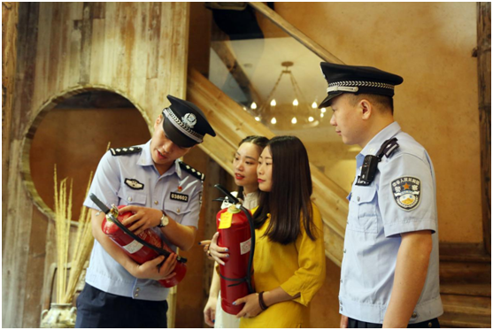 全国公安摄影图文记录黟县文化公安风采