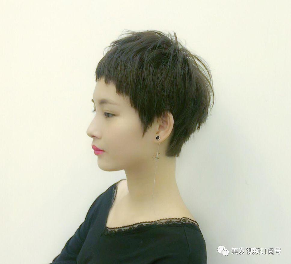 """2018流行短发""""皮卡路烫""""图片"""