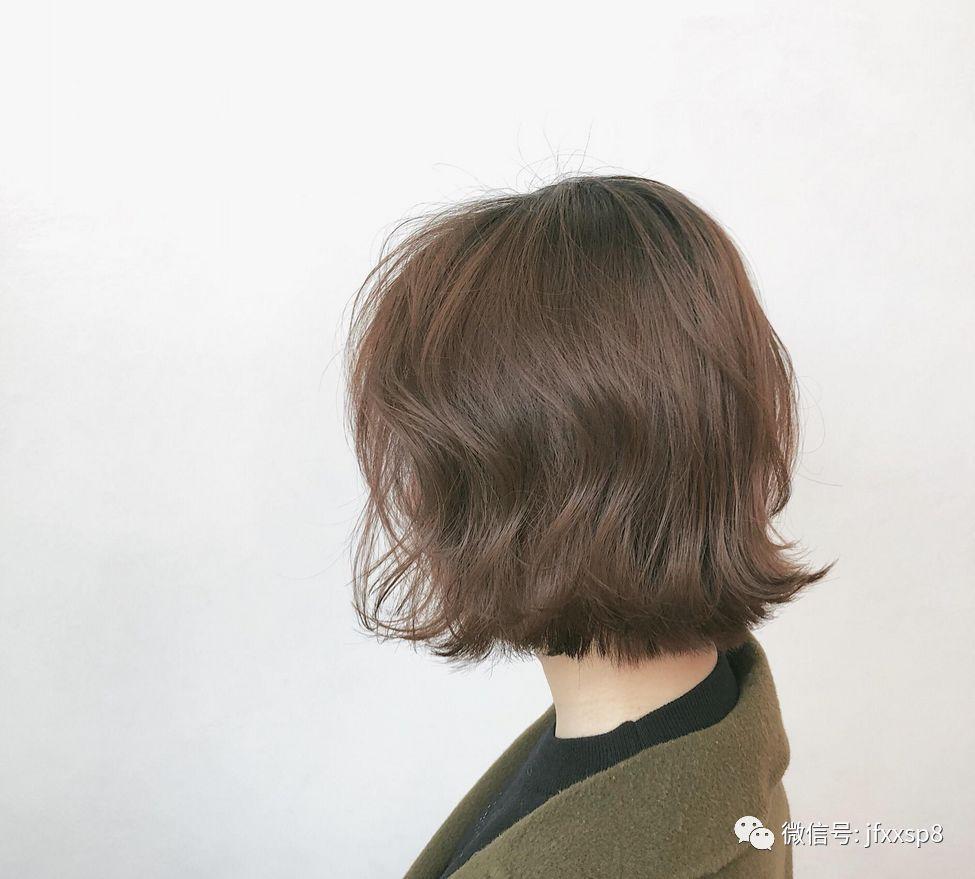 时尚 正文  翻翘烫:头发发尾翻转出弧度的发型,可以是波浪线条感的,也图片