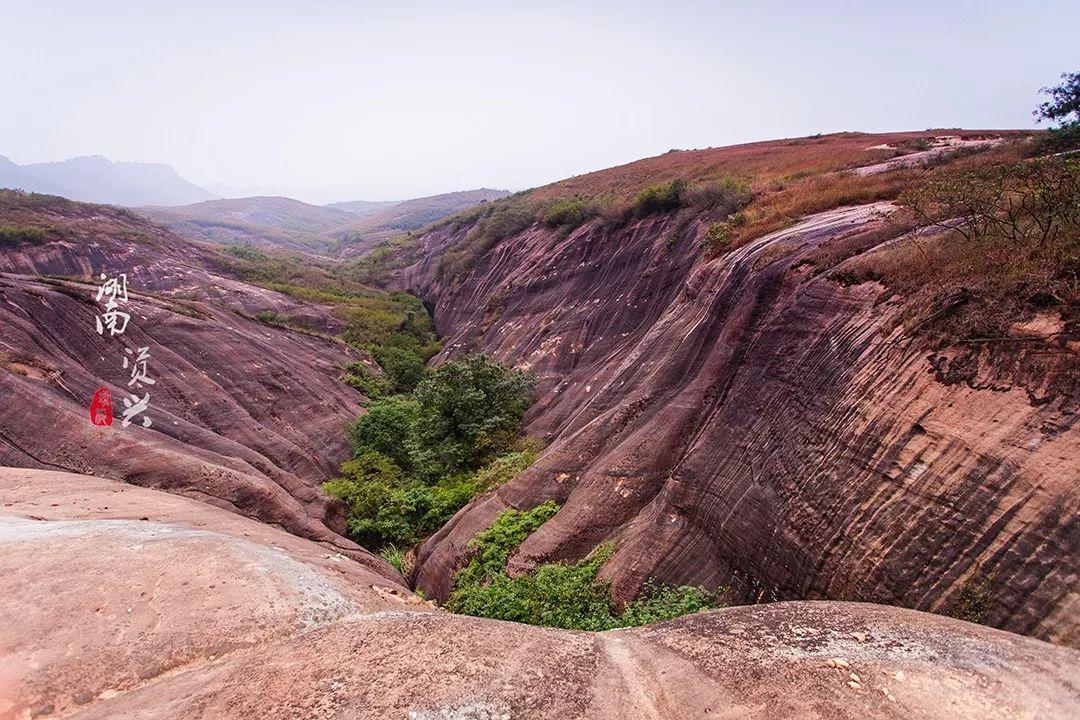 """这里有一个神秘幽谷,红岩绿水、险寨奇涧的""""小桂林"""""""