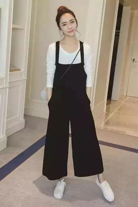 阔盹�k�il9b�9���j��l`_今年流行的阔腿裤,到底搭什么鞋子好看?看这里!